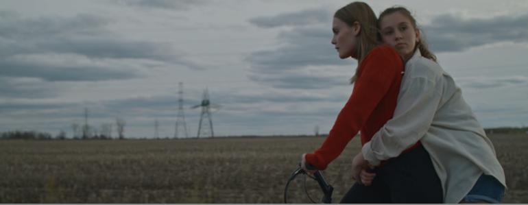 SALOMÉ LECLERC présente un vidéoclip double: Nos révolutions + La fin des saisons